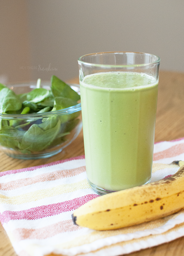 A Healthy Green Smoothie Recipe (that tastes like a peanut butter milkshake!)