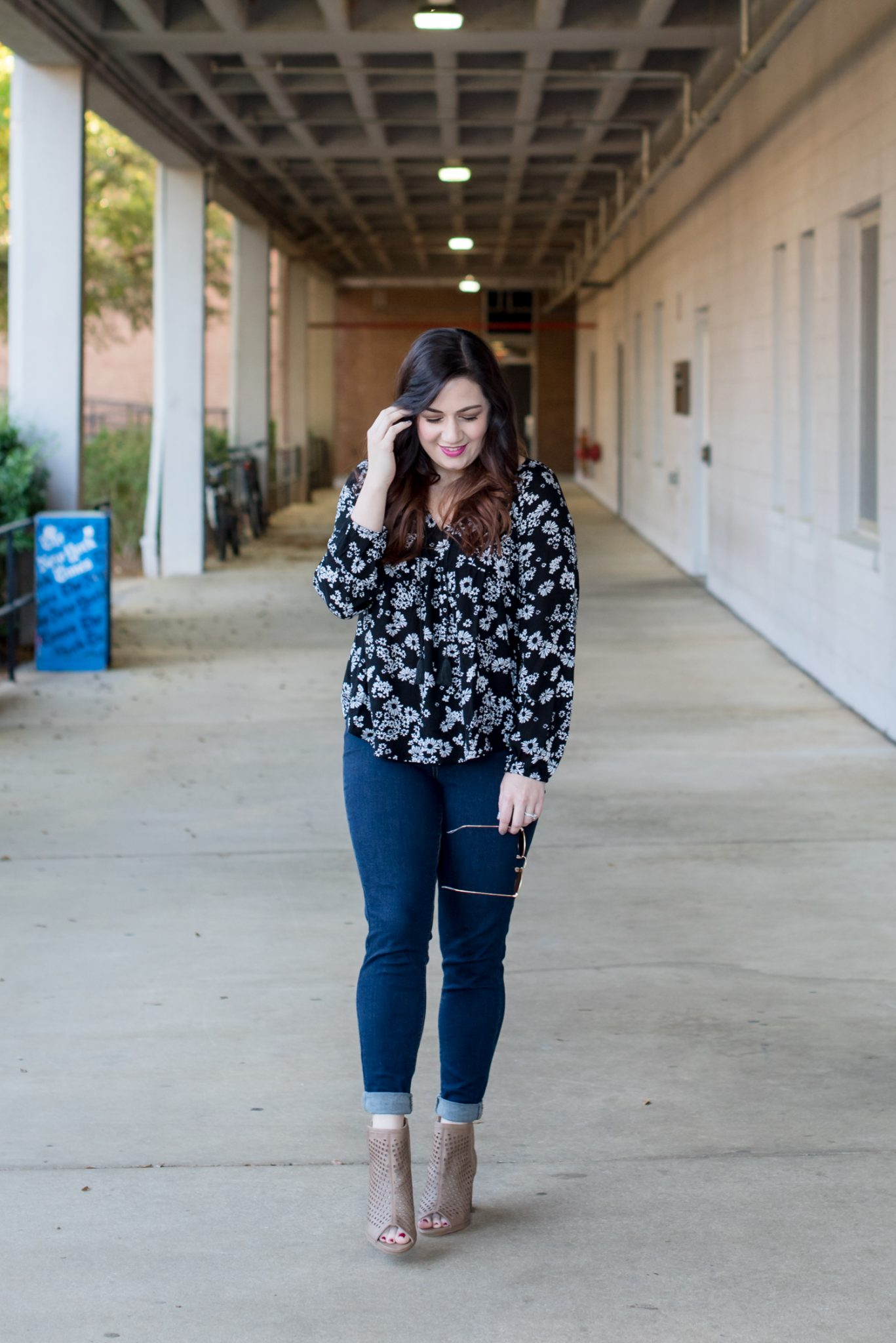 Relaxed Black and White Florals for Spring via @missmollymoon